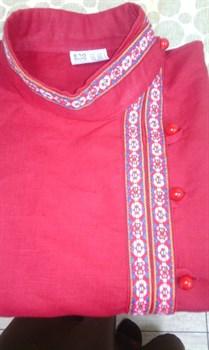 Косоворотка красная с декоративной нашивкой и каменными пуговицами