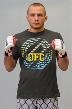 Футболка UFC Campus Tee - в стойке