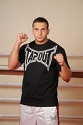 Футболка Tapout Classic Collection черно-белая - в стойке
