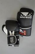 Боксерские перчатки Bad Boy Pro Series Training - внутренней и внешней стороной